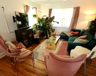 Cozy Luxe Bungalow by Airport for Workshops, Retreats, Photo/Film Shoots & More!, Atlanta, GA