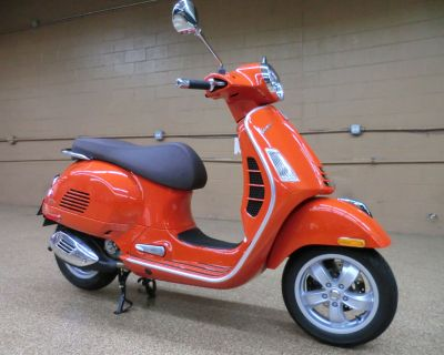 2021 Vespa GTS 300 HPE Scooter Downers Grove, IL