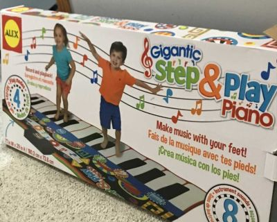 New step and play piano