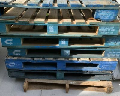 7 wood pallets for $15