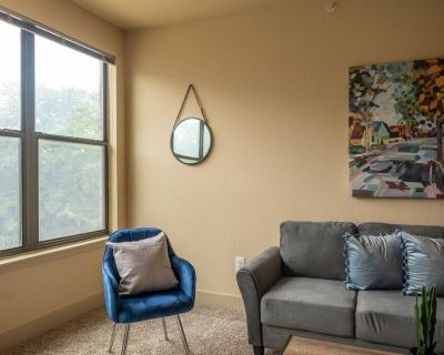 Spacious and Bright 2 BR Apt - Fort Worth
