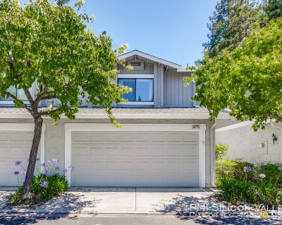 Remodeled Townhouse on Quiet Court in Beautiful Complex with Pool!