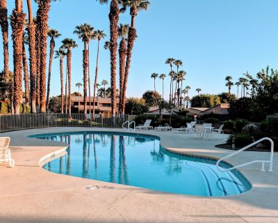 Ironwood Country Club, Close to El Paseo & Steps away from Jacuzzi and Pool - Palm Desert