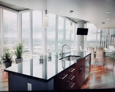 34th Story Corner 2 Bdrm Condo with Mountain Views from Every Room-Heart of Dwtn - Downtown Denver
