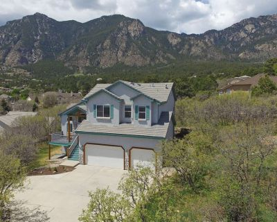 Fantastic Views,CHEYENNE MTN!Well appointed! 5 Miles to The Broadmoor,Wifi,Cable,AC,Grill,Fire Table - Southwest Colorado Springs