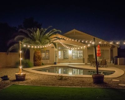 Spacious 3 Bedroom + Den, 2 bath Home with Sparkling Pool - Carino Estates