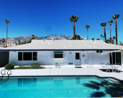 """""""The Moanalua"""" Tropical Palm Springs Pool Home (City ID 1480) - Palm Springs"""