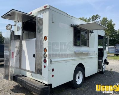 2002 Workhorse P42 Diesel Food Truck with Newly Built 2021 Kitchen