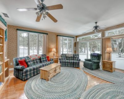 Family & dog-friendly home w/a pond and gas grill - near skiing & golfing! - Mad River Valley