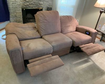Free Delivery - Comfy Reclinable Couch
