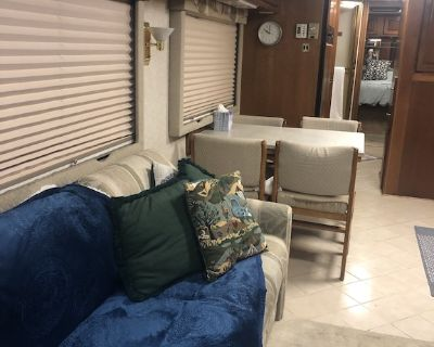 45 ft Spacious Pop-Out Motorhome - Chico
