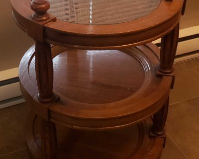 Used Round End/Wood Wicker Table