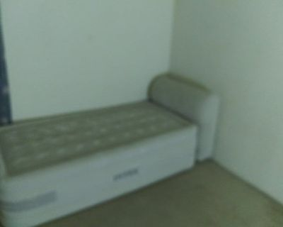 Double Room in 2 bed apartment in Carrollton