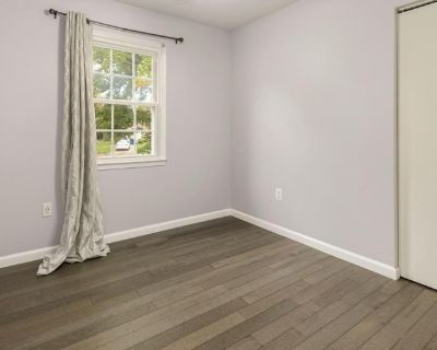Private room with shared bathroom - Herndon , VA 20170