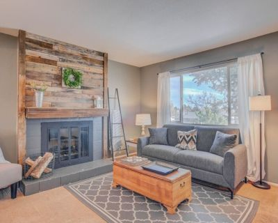 Dog-friendly by the Garden & OCC Shops & Dining - West Colorado Springs