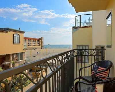 Beautiful Beachside Strand Home with Roof Deck-Casa Nuevo! - Hermosa Beach