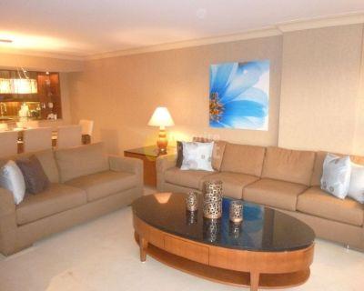2 bedrooms 2 bathrooms beach front apartment in Miami Beach