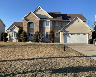 Incredible Large Home Near MKE airport 15 mins from downtown Available for DNC - Franklin