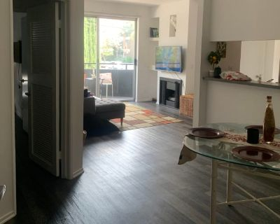 Private room with own bathroom - Los Angeles , CA 90028