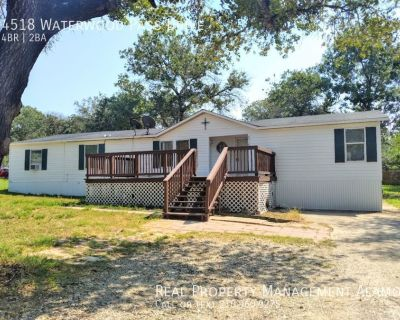 AVAIALBE NOW! 4 Bedroom 2 bath home in Elmendorf TX!