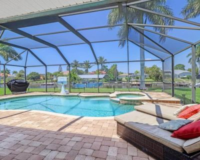 NEW! Classy Canalfront Oasis w/ Dock & 4 Kayaks! - Cape Coral