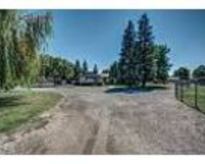 Over 3 Acres With A Pool - RealBiz360 Virtual Tour