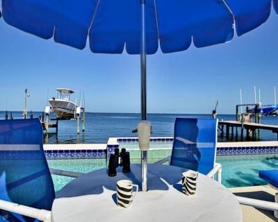 GULF COAST HEAVEN WITH PRIVATE CHARTER BOAT, 80FT LAP POOL AND WIFI - Baileys Bluff Estates