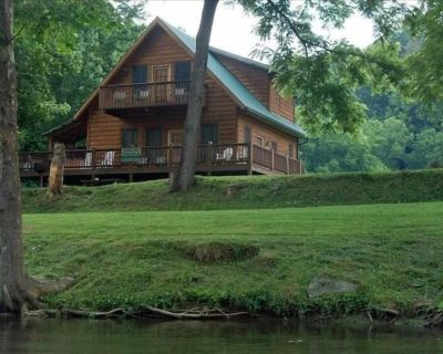 """Fishin Hole Cabin"" Overlooking the ""Little River'"" in Townsend,TN Family Owned - Townsend"