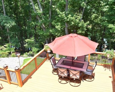 Lakefront Home with a Single Slip Party Deck - Gainesville