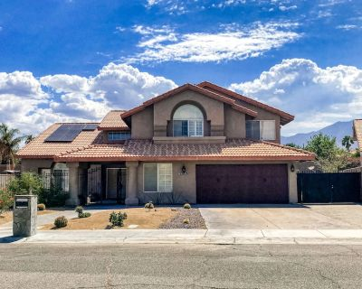Family-friendly home w/ a large backyard, private hot tub, pool, & putting green - Cathedral City