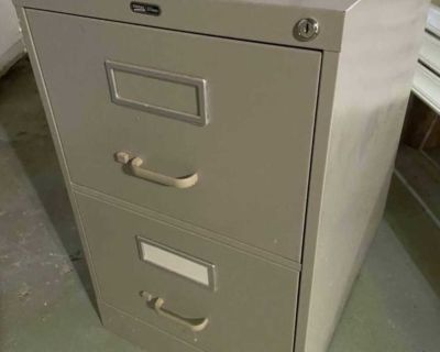 Filing cabinet - 2 drawers, in good shape