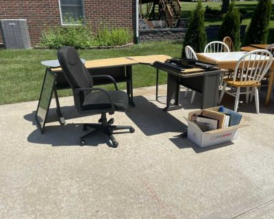L shape desk and chair