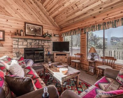 This mountain vacation home will check all the boxes on your wish list! Breakawa - Alpine Cellars Village