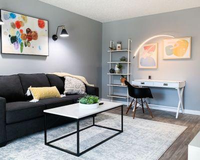 Stylish, New & Clean 1b apt w/ King Bed+Pool+Gym+Parking - Beaverton