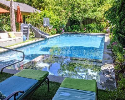 Large beautiful 4 bedroom house with swimming pool in Menlo Park