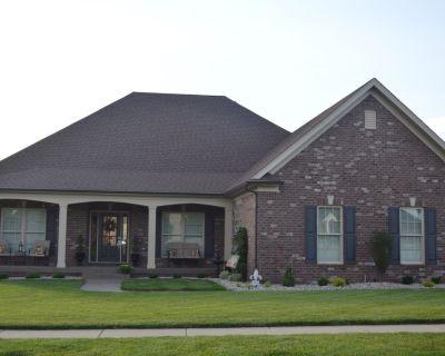 Open Concept Home in East Louisville - Louisville