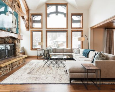 Winter Rates Reduced! Ski-in/Ski-out Townhome with private hot tub - Empire Pass