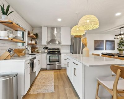 Beautiful New Remodel in the heart of Downtown Monument. 5 min walk to restaurants and breweries! - Monument