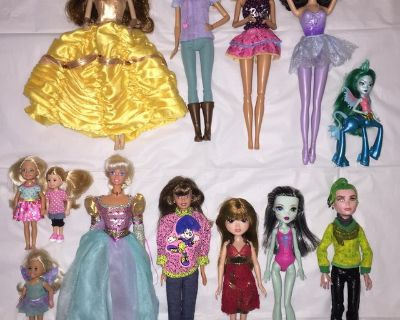 Lot of Dolls (includes Barbie & Monster High)