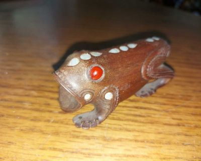 """Cool small 3.5"""" Balinese carving of a Frog (?) - wood with mother of pearl accents $4"""