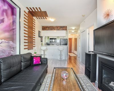 Private 1 Bed+ Den. Beautiful Views. Free parking - Downtown Vancouver