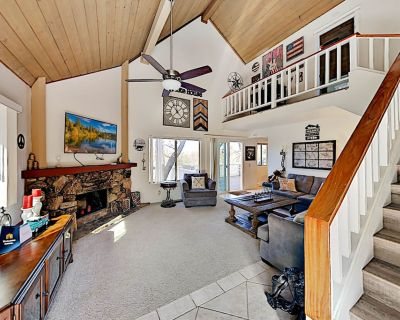 Mountain-View Home | Spacious Deck with Grill | Near Hiking & The Village - Lake Arrowhead