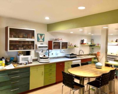 Colorful Boulder Townhome in Great Location, Two Bed, Home Theater! - Glenwood Grove - North Iris