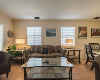 Penthouse w/ Private hot tub & Shared Pool - Close to Beaches - Uptown - Upper Duval