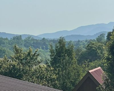 Mountain Cottage Mins from PKWY and Attractions! - Pigeon Forge