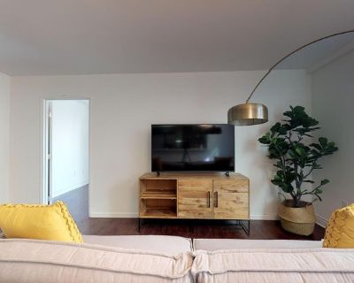 Newly constructed West LA apartment off Santa Moni