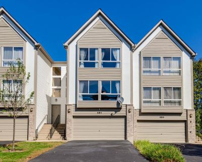 Gorgeous * Stunning 3 Story Townhouse in Popular Diamond Point!