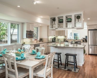 5 MINUTE STROLL TO OCEAN BEACH THIS UPSCALE RETREAT PERFECT FOR FAMILIES/FRIENDS - Pacific Grove