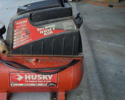 Husky Air Compressor 2 gal 100psi works great