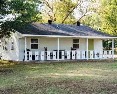 Henderson, TN: Stillwaters Farm's Urban Cottage - Henderson